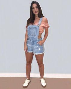 La imagen puede contener: una o varias personas, personas de pie y pantalones cortos Indie Outfits, Short Outfits, Trendy Outfits, Cool Outfits, Cute Summer Outfits, Spring Outfits, Girl Fashion, Fashion Outfits, Womens Fashion