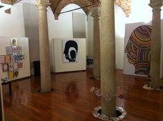 """Sala Colonne - Banca intermobiliare Allestimento della mostra  """"Laura Zeni...che Meraviglia!""""  www.designspeaking.com"""