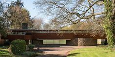 Robert Harvey-designed midcentury modern property in Kenilworth, Warwickshire. A grade II-listed property inspired by the work of Frank Lloyd Wright. Midcentury Modern, Bauhaus, Harvey House, 1960s House, Modern Properties, Mid Century House, Mid Century Modern Design, Architecture Details, Chinese Architecture