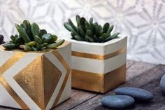 Aztec Gold Planter von TheSwedishGypsy auf Etsy - Dekoration Selber Machen Aztec Gold Planter by The Concrete Crafts, Concrete Projects, Concrete Planters, Diy Projects, Cinderblock Planter, Gold Planter, Wooden Planters, Diy Planters, Planter Ideas