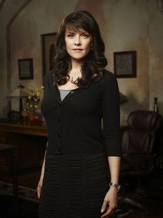 Women of Sanctuary ; Amanda Tapping as Dr. Sanctuary Tv Series, Human Target, Amanda Tapping, Stargate Universe, Photography Movies, Star Wars, Canadian Actresses, Now And Forever, Celebs