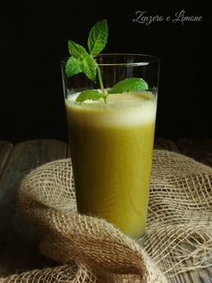centrifugato snellente 1 Smoothie Detox, Smoothie Recipes, Smoothies, Oats Recipes, The Chai, Cooking Whole Chicken, Raw Vegan Desserts, Reduce Appetite, Eating Eggs