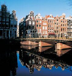 Ga er een dagje op uit met vrienden, familie of collega's in één van de 6 grote steden in Nederland. Verschillende dagjes weg beschikbaar die je vaak zelf ook kan invullen.