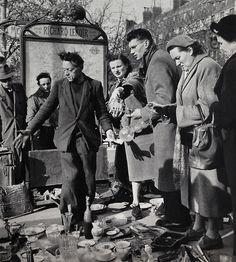 Marché aux Puces Paris 1956 Photo: Janine Niepce