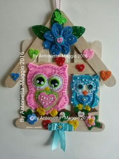 Gufetti due colori in pannolenci per la festa della mamma rifiniture con perline colorate su base stecca legno