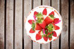 Pastel de fresas y Grand Marnier Grand Marnier, Strawberry, Fruit, Food, Strawberry Shortcake, Pastries, Essen, Strawberry Fruit, Meals