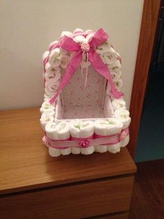 Pram with covered shoe box-Carrozzina con scatola di scarpe coperta Pram with covered shoe box - Cute Baby Shower Gifts, Baby Shower Crafts, Girl Baby Shower Decorations, Baby Shower Fun, Baby Shower Favors, Baby Shower Themes, Baby Gifts, Baby Shower Baskets, Baby Shower Diapers