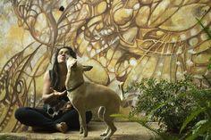 Sobre os cães, as companhias e os aprendizados longe da fala. Bruna Rizzotto e Pri - Movimento CORagente - Vila Madalena, São Paulo.