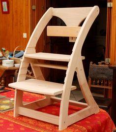 Bonjour tout le monde,  première participation à l'air du bois avec ma toute première réalisation. Il s'agit d'une chaise haute évolutive pour mon petit bout. J'ai fait le dessin en m'inspirant au...