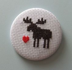 Large CrossStitch MOOSE Button Badge par MaMagasin sur Etsy
