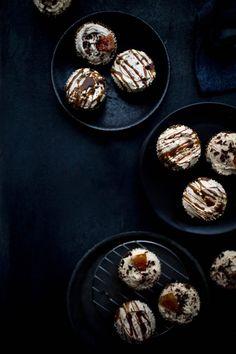 The best vegan cupcake recipe! These simple Vegan Chocolate Grapefruit and Dulce de Leche Cupcakes are my to-go dessert recipe. Vegan Dessert Recipes, Cupcake Recipes, Healthy Desserts, Cupcake Cakes, Vegetarian Recipes, Healthy Recipes, Vegan Cupcakes, Vegan Cake, Vegan Baking