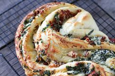 Read on for a bread recipe that combines tomato with basil and garlic and cheese - and great taste!