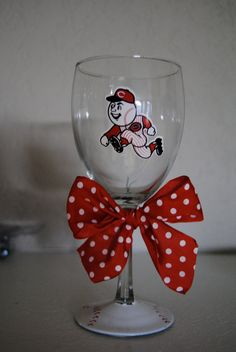 cincinnati reds wine glass