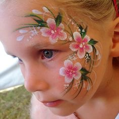 When the queue is never ending and you paint for 4 hours none stop, double dip flowers are ur best friend. #onthejob #facepainting #faceart #doubledipflowers #RainbowRascals