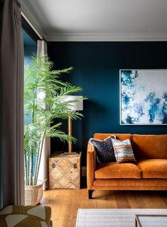 This living room has a sophisticated scheme of complimentary colours, orange and blue. Ornamentation has been kept to a minimum to allow the bold colour choices stand out. Living Room Orange, Colourful Living Room, Living Room Accents, Living Room Color Schemes, Chic Living Room, Living Room Colors, Home Living Room, Living Room Sofa, Blue Living Room Walls