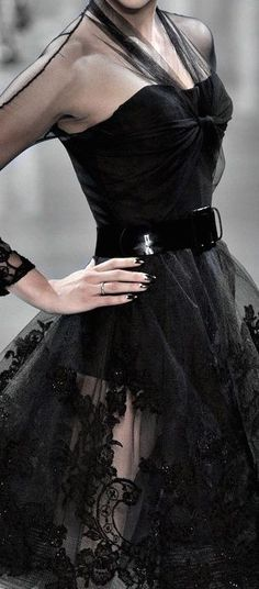 Dior my favourite designer, class, glamour, exquisite femininity❤ Fashion Moda, High Fashion, Womens Fashion, Mode Glamour, Evening Dresses, Formal Dresses, John Galliano, Beautiful Gowns, Versace