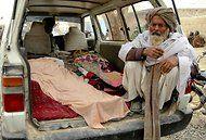 No Afeganistão, soldado dos EUA matou 16 pessoas após abrir fogo contra civis, matando inclusive crianças.