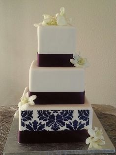 Damask print. So sweet and simple.  Www.cravincakebakery.com