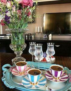 Coffee Girl, I Love Coffee, Black Coffee, Hot Coffee, Coffee Table Kitchen, Coffee Cafe, Breakfast Tea, Coffee Photography, Turkish Coffee