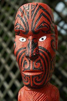 Māori Statue in Rotorua, New Zealand Wellington Maori Face Tattoo, Rotorua New Zealand, New Zealand Beach, Maori People, New Zealand Houses, Maori Art, Kiwiana, Travel Memories, Tribal Art
