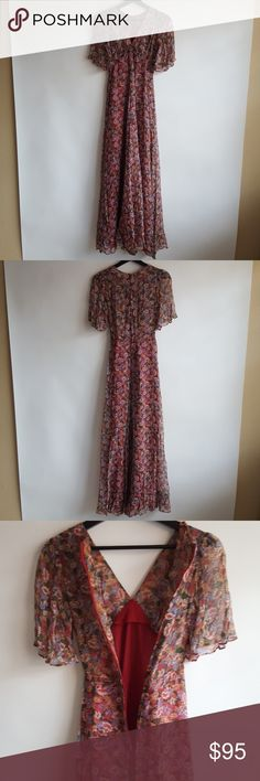 """🦋 Vintage 70's Corky & Craig Floral Boho Sundress 😍 Gorgeous!! 🦋🌹🦋🌹🦋 Vintage 1970's Corky & Craig California floral dress. Features a V-Neck with decorative tie at the center. Flowy butterfly sleeves and flowy at the hips. Lined. Zips in the back. No size tag. Best fit for an extra small or size 2. Let your inner hippie out! Perfect for the festival.  Approximate Measurements Laying Flat: 54"""" Pit to Pit: 13"""" Waist: 11"""" Vintage Dresses Maxi"""