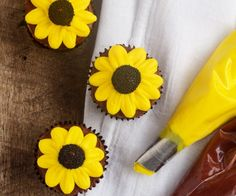 Learn How to Make Cute Simple Daisy Cupcakes with Video   The Bearfoot Baker