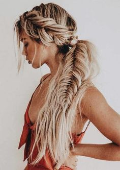 Gorgeous Fishtail Braid Styles You Must Try in 2019 You can see here our most valuable and amazing ideas of fishtail braids for long hair to show off right now. This is one of the best braid styles for every woman to wear in Fishtail Braid Styles, Best Braid Styles, Braided Ponytail Hairstyles, My Hairstyle, Box Braids Hairstyles, Cute Hairstyles, Updo, Fishtail Hair, Layered Hairstyles