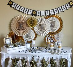 Whats black, white, and gold all over? This banner is perfect for any adult birthday party, especially those milestone ages ending in 0 or 5. Also adorable as someones 29 birthday, whether for the 1st or 20th time! Golden Anniversary? This is a beautiful banner to celebrate the happy