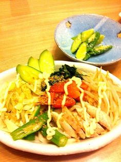 パパさん不在時は恒例の麺類^^; 冷凍うどんがあったので、野菜たっぷりでゴマだれで頂きました♪♪ - 8件のもぐもぐ - サラダうどん。 by yurihana