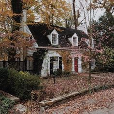 This looks really close to my grandparents' old house decoracin exterior Cozy Cottage, Cottage Homes, Storybook Cottage, Victorian Cottage, Cottage Style, Cute House, Tiny House, House Goals, My Dream Home
