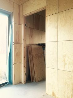 Interior Cladding, House Cladding, Interior And Exterior, Plywood Wall Paneling, Plywood Ceiling, Detail Architecture, Wall Design, House Design, Deco Cool