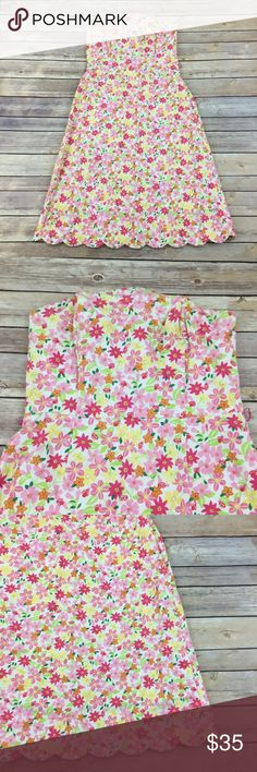 Lilly Pulitzer pink floral Strapless Sundress Girly and fun Floral Strapless dress by Lilly Pulitzer. Good condition with boning for better support. Measures about 31 inches around the bust, 27 inches around the waist and is about 34 inches long. Lilly Pulitzer Dresses Strapless