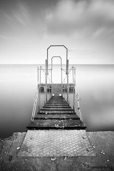 Symmetrical, photography by Carlos Resende. Nikon D300 + Sigma 10-20 @ 10 mm + B+W ND110 + Hitech Hard Edge 0.6 HE. Long Exposure - ISO 200 - f/8 - 30s. In Construction, Edifice, Pier, pontoon. Symmetrical, photography by Carlos Resende. Image #304550