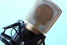 Muy buenas y bienvenidos a esta segundaentrega del curso de Podcasting en applenosol.com. Como ya sabéis, a lo largo de este cursoveremos el proceso necesario a seguir para crear tu propio podcast, crecer a nivel de audiencia, y monetizartus esfuerzos. En la clase de hoy vamos a ver el funcionamiento básico de tres herramientas …
