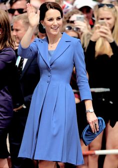 Of course Kate didn't select blue by chance. The blue cornflower is one of the national flowers of Germany.