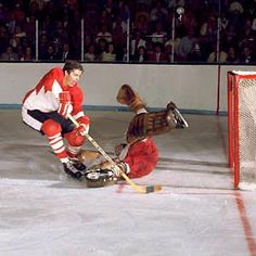 Team Canada forward Peter Mahovlich dekes Soviet netminder Vladislav Tretiak during game action of the 1972 Summit Series. (Graphic Artists/HHOF) - Legends of Hockey - Gallery - Pro Classics, 0002 Hockey Shot, Hockey Goalie, Hockey Teams, Ice Hockey, Montreal Canadiens, Hockey Highlights, Hockey Boards, Hockey Pictures, Summit Series