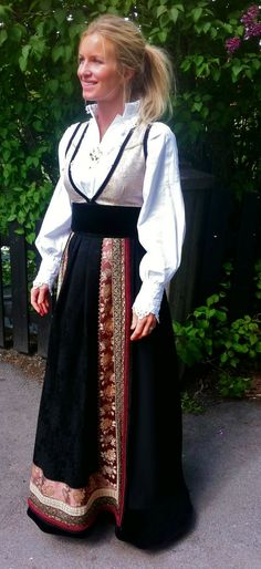 eva lie - Google Search Folk Costume, Halloween Costumes, Perfect Word, Medieval Dress, Traditional Dresses, Lace Skirt, All Things, Sari, Norway