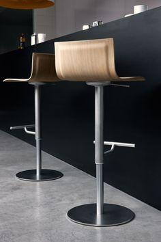 """""""THIN"""", une alternative au classique """"LEM"""" dans la gamme de chaises de bar du designer italien LaPalma."""