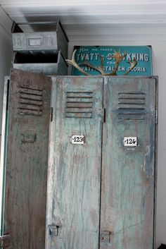 Lockers for paint storage and tools? Industrial Interior Design, Industrial Living, Modern Industrial, Industrial Furniture, Vintage Industrial, Industrial Park, Industrial Interiors, Vintage Modern, Vintage Metal