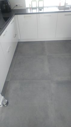 A big tough concrete look Tegelhuys . - A big tough concrete look Tegelhuys …- # # look - Kitchen Tiles, Kitchen Flooring, Kitchen Decor, Modern Flooring, Grey Flooring, Living Room Flooring, Bedroom Flooring, Home Room Design, House Design