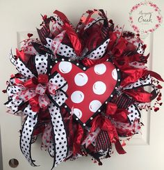 If you are looking for Diy Valentines Wreath Ideas, You come to the right place. Here are the Diy Valentines Wreath Ideas. This article about Diy Valentines Wr. Diy Valentines Day Wreath, Homemade Valentines, Valentines Day Decorations, Valentine Day Crafts, Holiday Crafts, Valentine Ideas, Printable Valentine, Valentine Box, Wreath Crafts