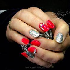 Bling glitter and some holiday colour.  #gelish #bling #glitternails #instanails #nailpro #nailgame #nailgasm #nailista #nailart #nailswag #nailsdid #nailstagram #teamgorgeous #showscratch #scratchnails #nailsmagazine #instagood #cute #cutenails #nailartjunkie #nailartoohlala #nailsoftheday #nailartaddict #nailartjunkie #naildesigns #nailpromote #unhasdasemana #unhasdecoradas Facebook: moleenddesign Instagram: @moleenddesign Twitter: @moleenddesign Pinterest: moleenddesign or lorraines…