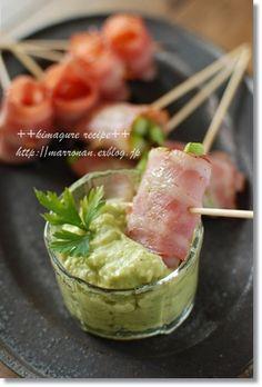 食卓がぱっと華やかに♪前菜におもてなしに、アボカドディップを作って ... お馴染みの野菜のベーコン巻きも、アボカドディップを添えるだけで小