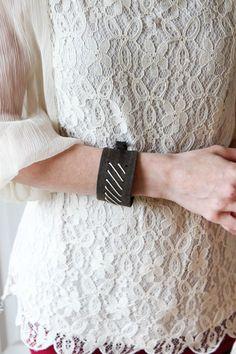 Super cute idea!! DIY Fitbit Bracelet Tutorial - MomAdvice #fitbit