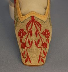 Tapestry Weave Slippers, 1813  - what year did the pointed toe go away?