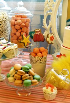Decorados y todo tipo de detalles para cada fiesta que se quiera organizar. Candibar o mesa de chuches en comunión.