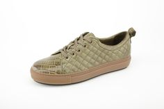 Sneakers in coccodrillo finitura washed con trapunta di nappa. Crocodile washed sneakers with quilted nappa.#menfashion #menshoes #madeinitaly #damishoes