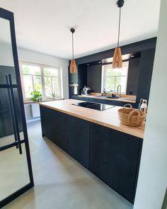 Nordic Kitchen, Happy Kitchen, Kitchen Furniture, Kitchen Interior, Mid Century Modern Kitchen, Modern Kitchen Design, Home Kitchens, Interior Architecture, Sweet Home