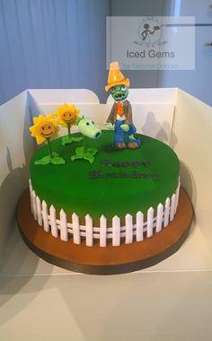Plants vs Zombies fondant toppers, cake Baby Boy First Birthday, Fourth Birthday, Birthday Cake, Zombie Birthday Parties, Zombie Party, Zombies Vs, Iced Gems, Plant Zombie, Fondant Toppers