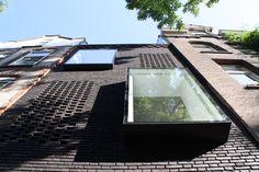 Fasádu architekti přizpůsobili okolním domům z přelomu devatenáctého a dvacátého století.